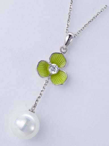 Flower-shaped Pearl Necklace