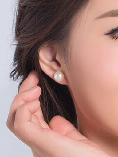 Simple Oblate Freshwater Pearl stud Earring