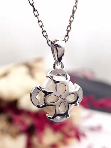 Freshwater Pearl Four-leaf Flower Necklace