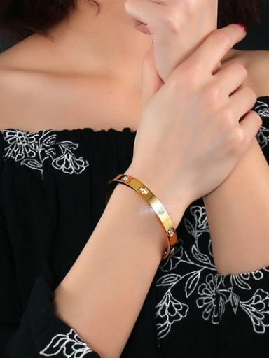 Exquisite Gold Plated Geometric Rhinestone Titanium Bangle