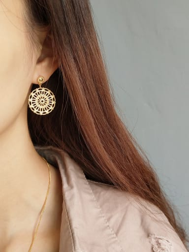 Pure silver plated gold lace round ear studs