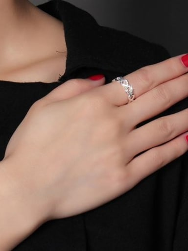 Creative Number Eight Shaped Rhinestone Titanium Ring