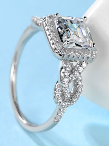 High-grade Zircon Engagement Ring