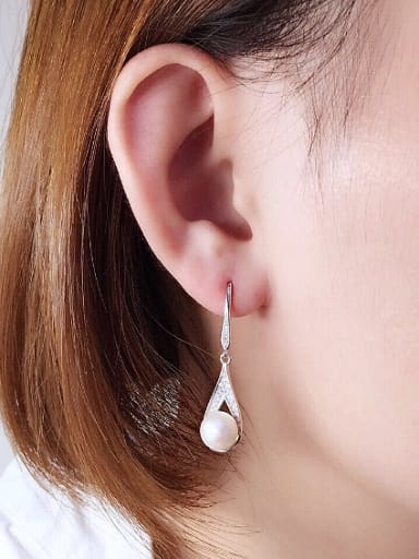 2018 2018 Fashion Freshwater Pearl Water Drop shaped hook earring