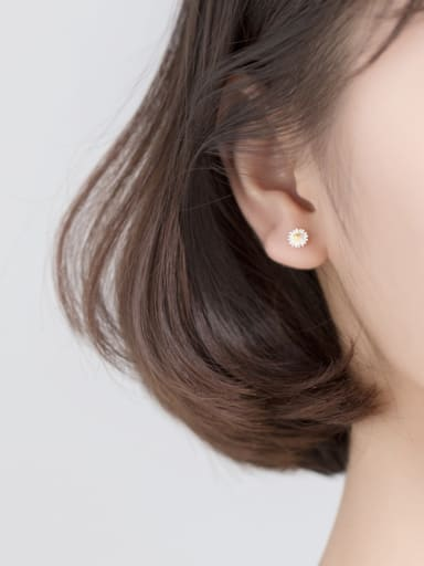 925 Sterling Silver With Platinum Plated Cute Flower Stud Earrings