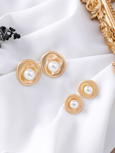 Alloy With Gold Plated Simplistic Round  Imitation Pearl Stud Earrings