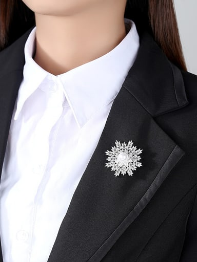 Copper With White Gold Plated Fashion snowflake Brooches
