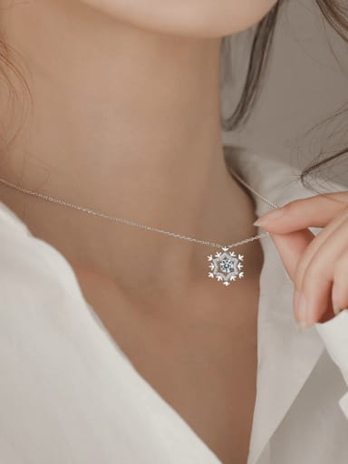 Christmas jewelry:Sterling silver zricon snowflake necklace