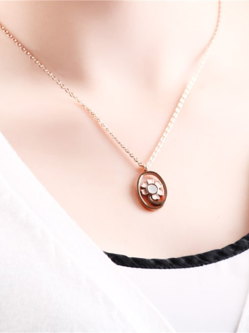 Rose Round Flower Pattern Clavicle Necklace 1