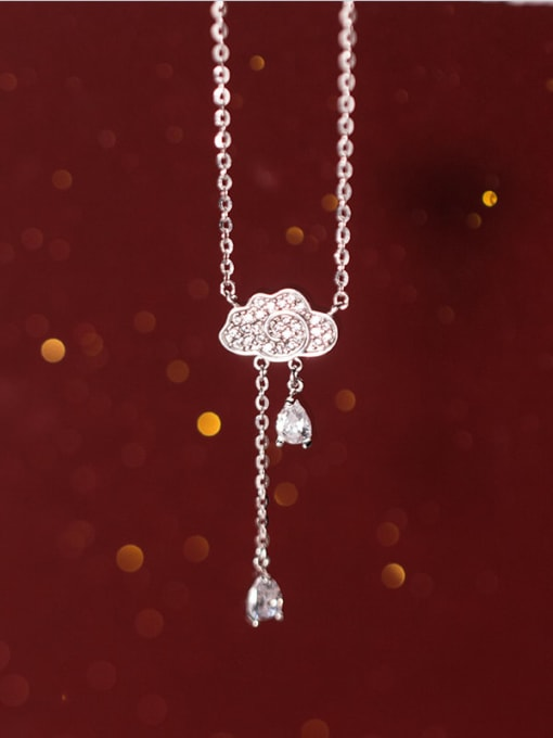 Rosh 925 sterling silver is full of clouds and small drops of water