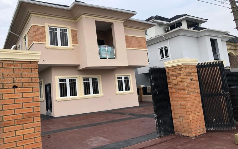 4 bedroom terrace duplex with a BQ at Diamond Estate, Sangotedo For Sale