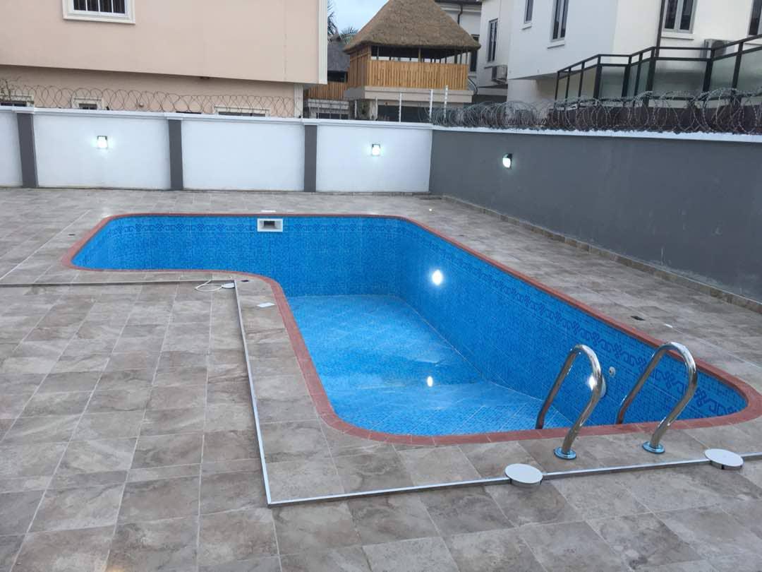 Massive Detached 8 bedroom Duplex In Lekki Phase 1, Lagos for sale