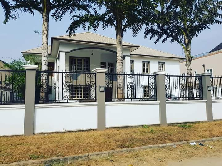 Massive Detached 8 bedroom Duplex In Lekki Phase 1, Lagos for sale