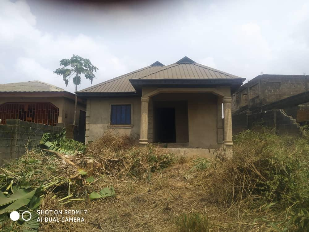 Almost completed 3 bedrooms all en-suite bungalow at Magboro, Ogun State for sale