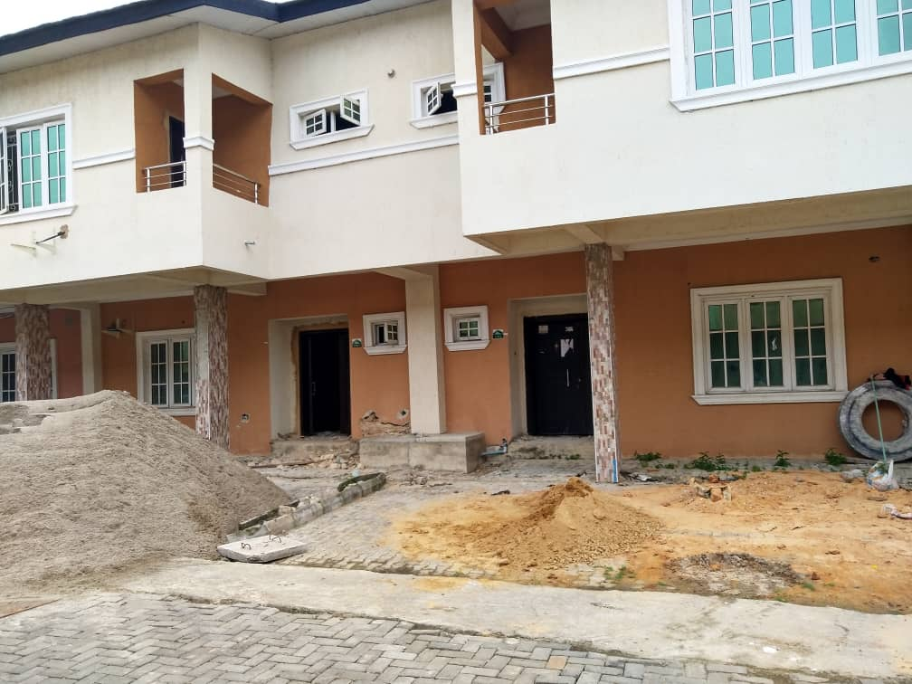4 bedrooms semi detached duplex at Lekki Gardens, Chevron drive Lekki for sale