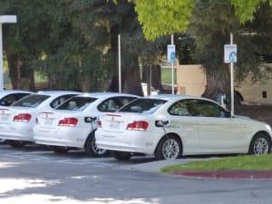 carros de renting estacionados - Mejore su imagen corporativa con el Renting