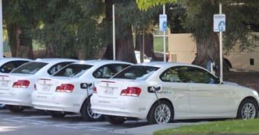 carros de renting estacionados 370x193 - Mejore su imagen corporativa con el Renting