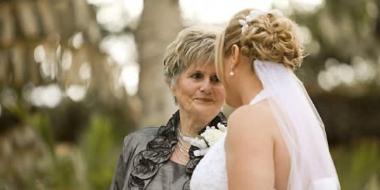 Mentselek meg az anyósodtól? Az 5 szeretetnyelvvel + 1 stratégiával megteheted te is!
