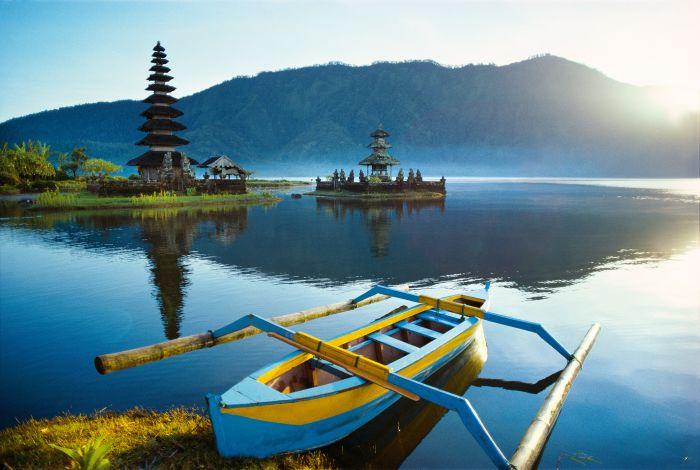 Bali-Ulun-Danu-Tempel-Lake-Bratan