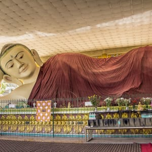 Le Myanmar authentique de Yangon: A giant Buddha at Taung Kwe Paya in Loikaw