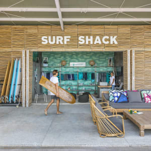 COMO Uma Canggu in Südbali: Surf Shack - Surf school by Tropicsurf