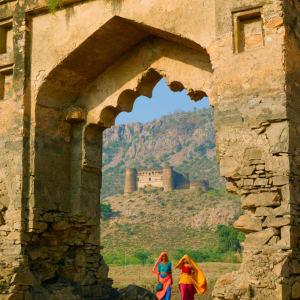 Aman Geniesser-Reise ab Jaipur: Ajabgarh Ruins