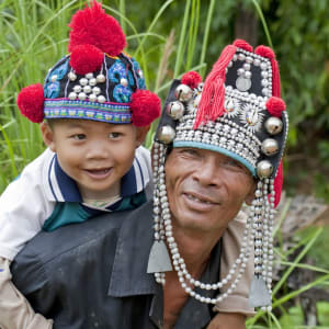Auf den Spuren des Opiums ab Chiang Mai: Akha Hilltribes Father and Son