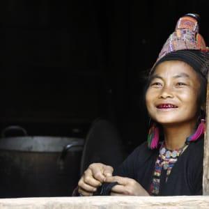 Le nord fascinant du Laos de Luang Prabang: Akha women smiling