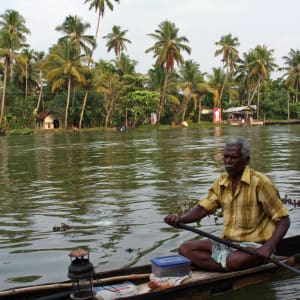 Les beautés naturelles du Kerala de Kochi: Backwaters: Boatman