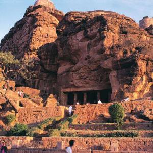 Karnatakas kulturelles Vermächtnis ab Goa: Badami: rock with caves