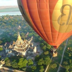 Au pays des temples et des pagodes de Yangon: Bagan: Balloons Over Bagan