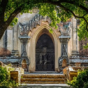 Mythes et légendes du Myanmar de Yangon: Bagan: Entrance of the temple That-byin-nyu