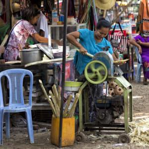 Tour à vélo à travers le pays doré de Yangon: Bagan Street Food Sugarcane