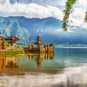 Les hauts lieux de Bali de Sud de Bali: Bali Ulun Danu temple on lake Beratan