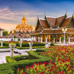 Altstadt und Tempel in Bangkok: Bangkok Wat Ratchanatdaram Temple