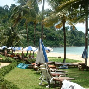 Khao Lak Bayfront Resort: Beach