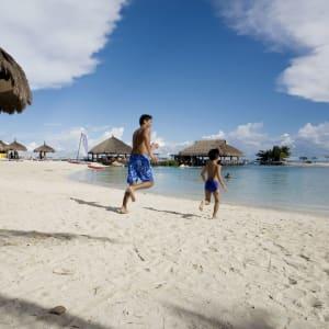 Bluewater Maribago Beach Resort à Cebu: Beach Fun