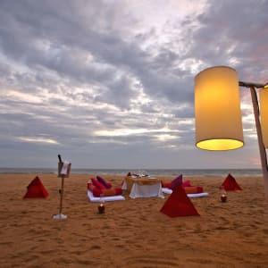Niraamaya Retreats Surya Samudra à Kovalam: Sunset at the beach