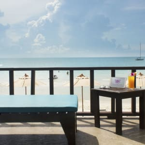 Chaweng Cove Beach Resort in Ko Samui: View to the beach