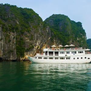 Halong Bucht Kreuzfahrten mit «Legend Halong» Privatboot ab Hanoi: Bhaya-Legend-white-boat1