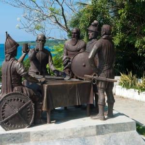 Naturwunder Bohol: Bohol Tagbilaran City Blood Compact statue
