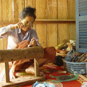 Traversée de Phnom Penh à Angkor: Cambodia: local handicraft