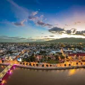 Thailand für Geniesser ab Bangkok: Chiang Mai cityscape at twilight_