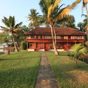 Coconut Lagoon in Kumarakom: Coconut Lagoon Resort: Garden