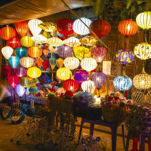 Glanzlichter Vietnam - von Saigon nach Hanoi: Colorful lanterns at the market street of Hoi An