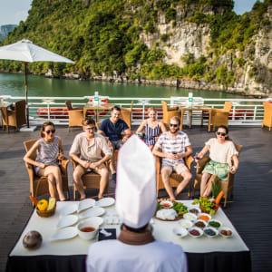 Halong Bucht Kreuzfahrten mit «Bhaya Premium» ab Hanoi: Cooking Demonstration - 1