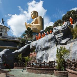 Sri Lanka für Geniesser ab Colombo: Dambulla: Gold Buddha temple