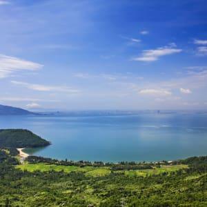 Vietnam für Geniesser ab Hanoi: Danang: Danang beach (Nam Chon bay) view from Hai Van pass