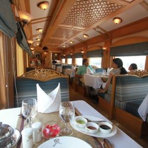 «The Deccan Odyssey» - Die Juwelen des Dekkans ab Mumbai: Deccan Odyssey - Restaurant