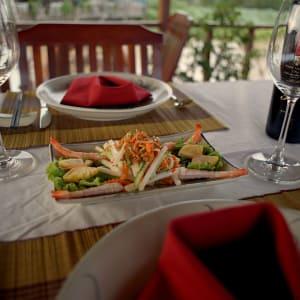 Mekong Delta Fluss-Kreuzfahrten mit «Mekong Eyes» ab Saigon: Dine while cruising